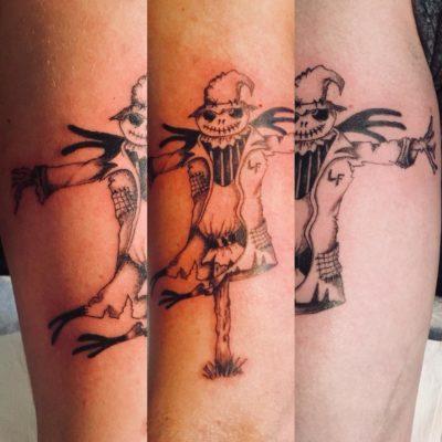 Tattoo épouvantail bras