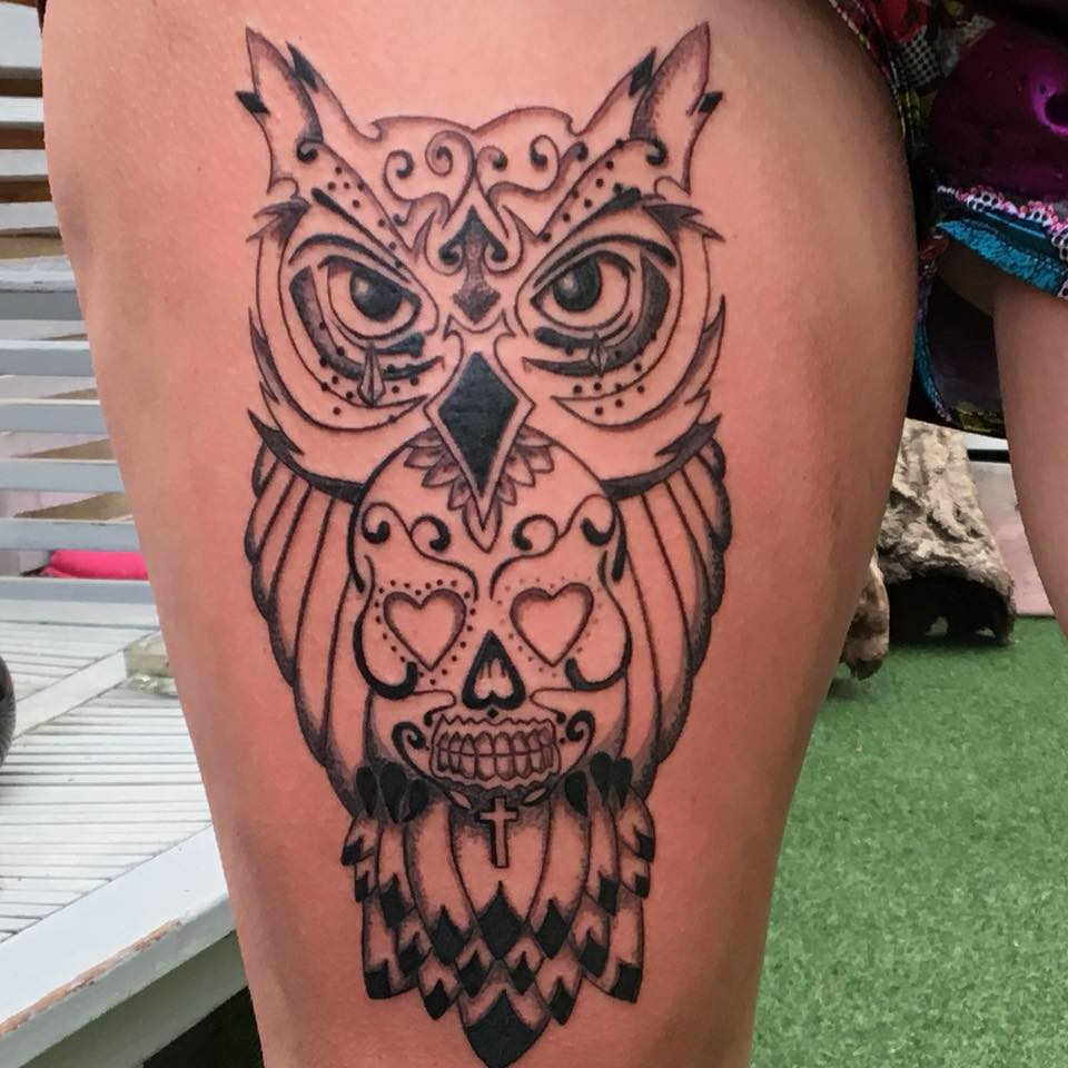 tattoo hibou sur cuisse - lalite ink