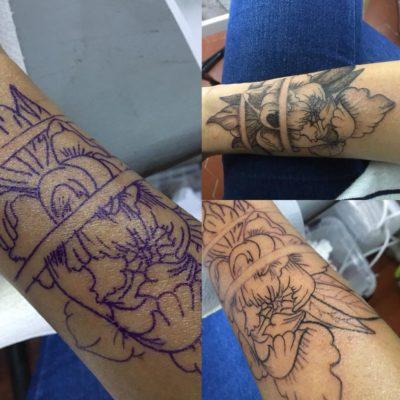 Tattoo manchette fleurs