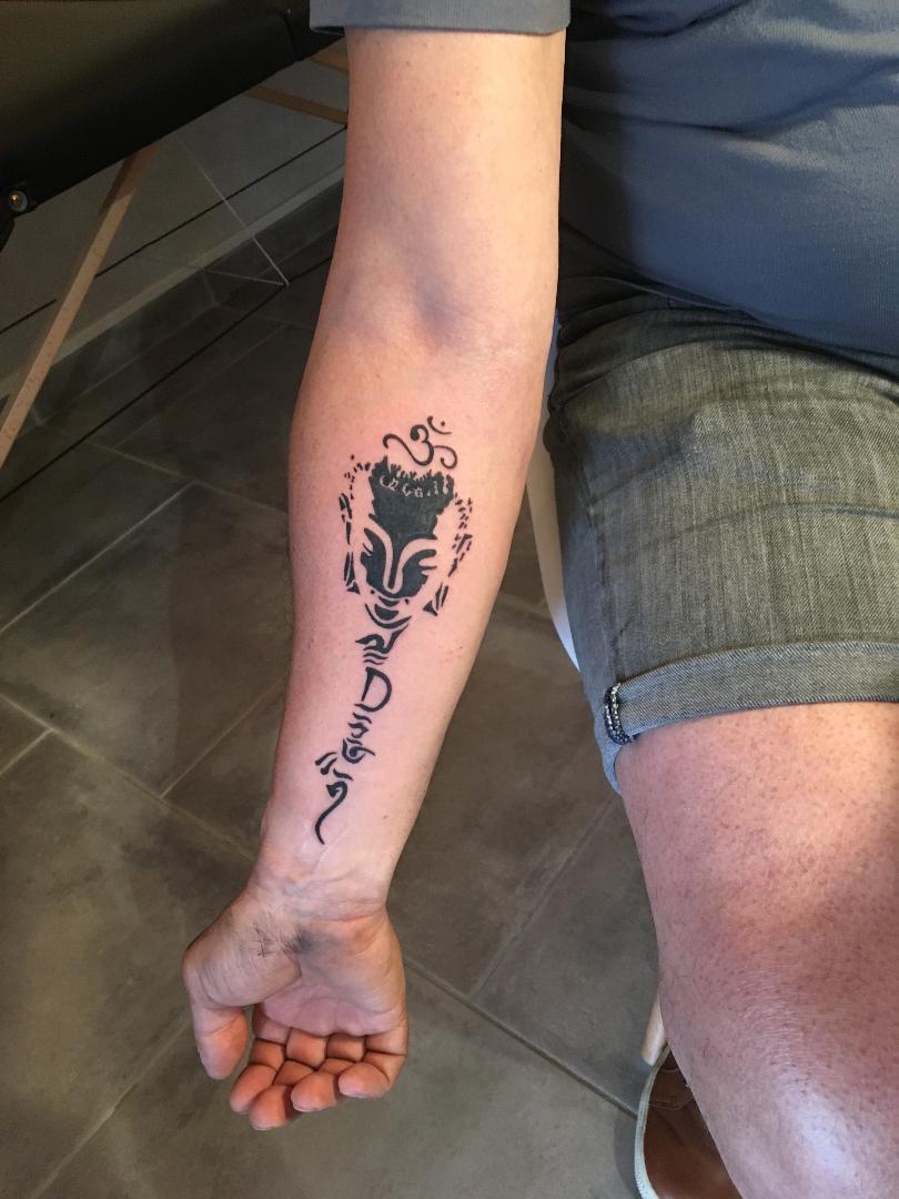 tattoo bouddha sur bras - lalite ink
